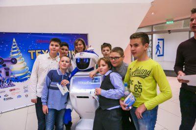 Около 300 школьников побывали на «Техноелке» в Москве