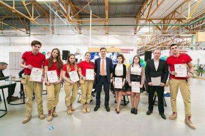 Владимир Нелюб поздравил школьников с окончанием обучения в технопарке