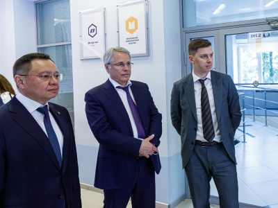Министр строительства и ЖКХ РФ ознакомился с отраслевыми разработками Центра